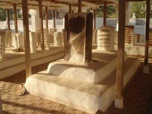 Makam Al-'Allamah al-Habib Abdullah bi Alawi al-Hadda, di Pemakaman Zambal, Tarim, Hadramaut